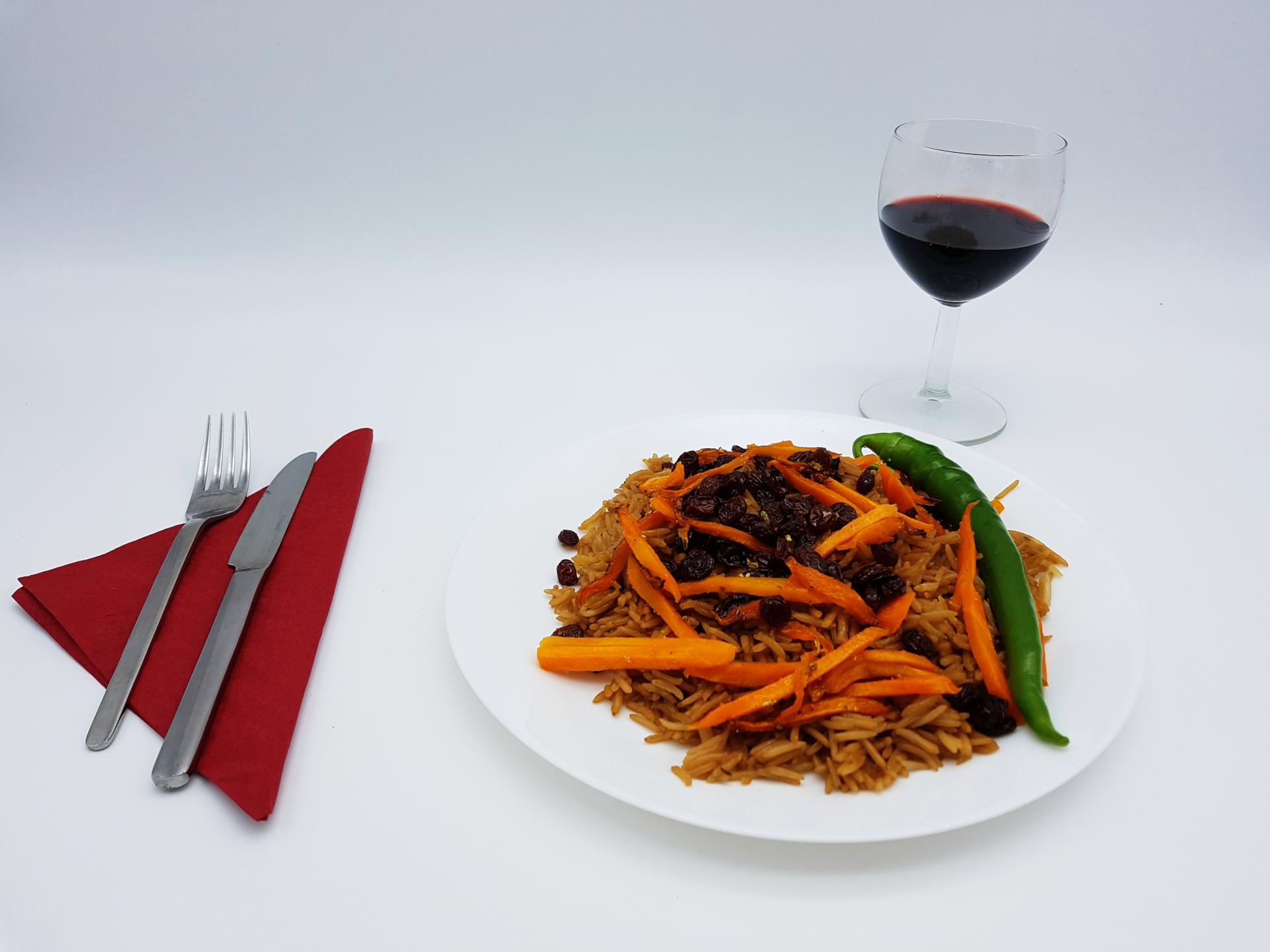 Leckerer brauner Basmatireis mit Karotten und Rosinen im Restaurant Kabul in Wuppertal.