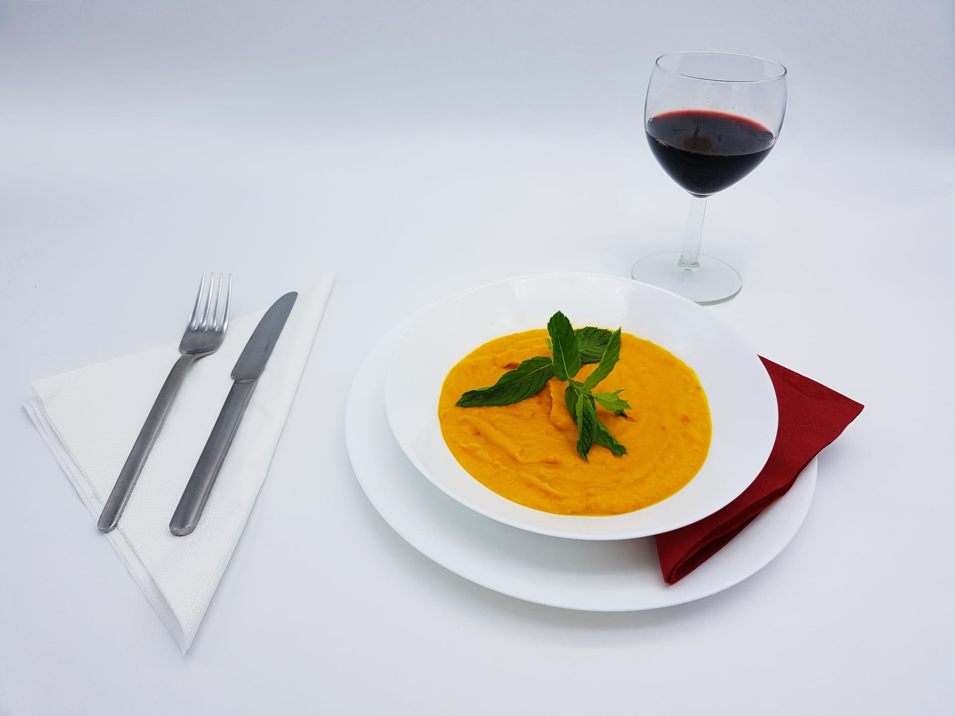 Genießen Sie eine leckere Kürbissuppe im Restaurant Kabul in Wuppertal.