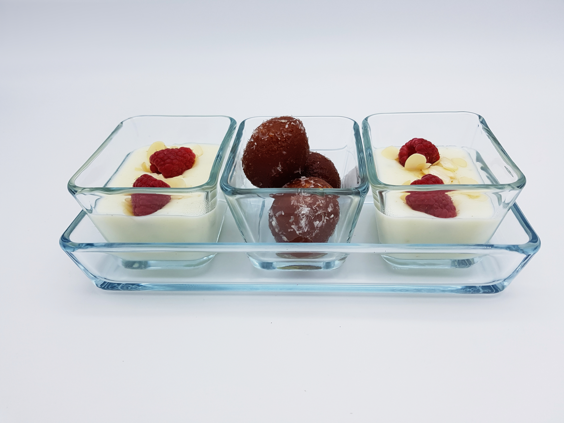 Leckere Nachspeise wie z.B. Pudding oder afghanisches Eis finden Sie bei uns im Restaurant Kabul in Wuppertal.